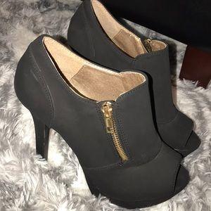 """Open toe 5"""" heels 👠"""